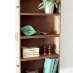raft mini biblioteca din sertar vechi de lemn compartimentat