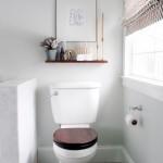 raft perete deasupra vasului wc din baie mica