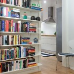 rafturi carti perete hol mic intrare apartament stil scandinav