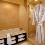 rafturi pentru prosoape in laterala cazii de baie