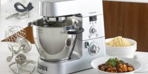 robot de bucatarie cu multe accesorii marca Kenwood