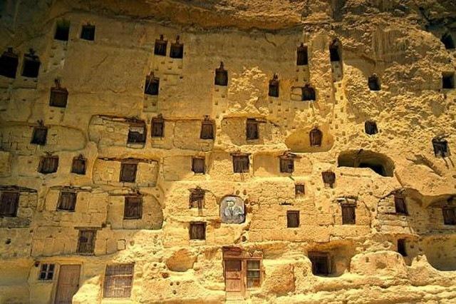 Manazan, satul sapat in stanca
