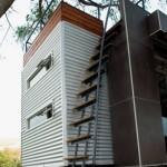 scara acces terasa acoperis casa facuta din containere