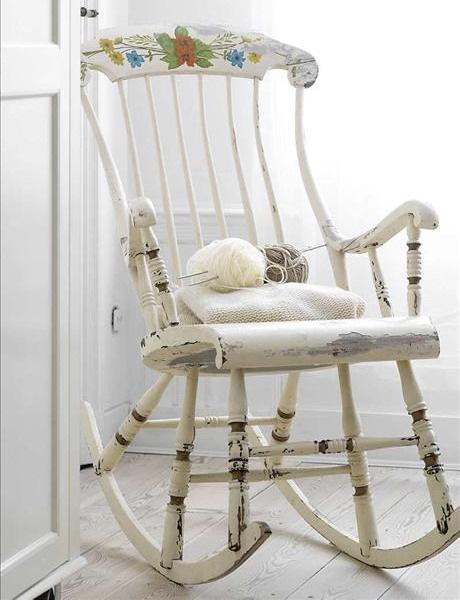 scaun balansoar lemn vechi stil shabby chic