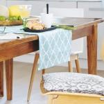 scaune rustice lemn in bucatarie moderna
