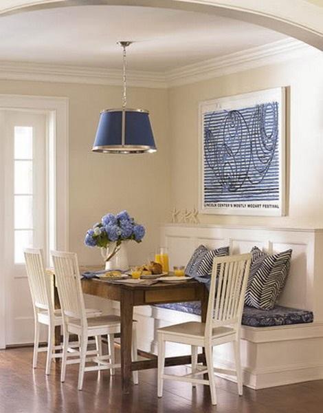 set loc de luat masa compus din bancheta masa si scaune din lemn