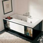 Castiga spatiu in baie, cu ajutorul rafturilor si dulapurilor de sub cada