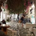 straduta cu magazine seara centru Mykonos