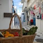 straduta din Mica Venetie Mykonos cu magazine de suveniruri