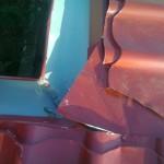 Tabla montata gresit pe acoperisul casei – Poze trimise