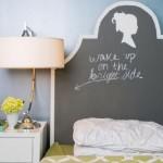 tablie pat decorata cu vopsea neagra cu efect de tabla de scris