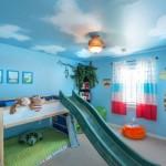 tavan camera copil pictat sub forma de cer cu norisori albi