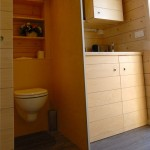 toaleta si bucatarie mica casa 9 metri patrati prefabricata
