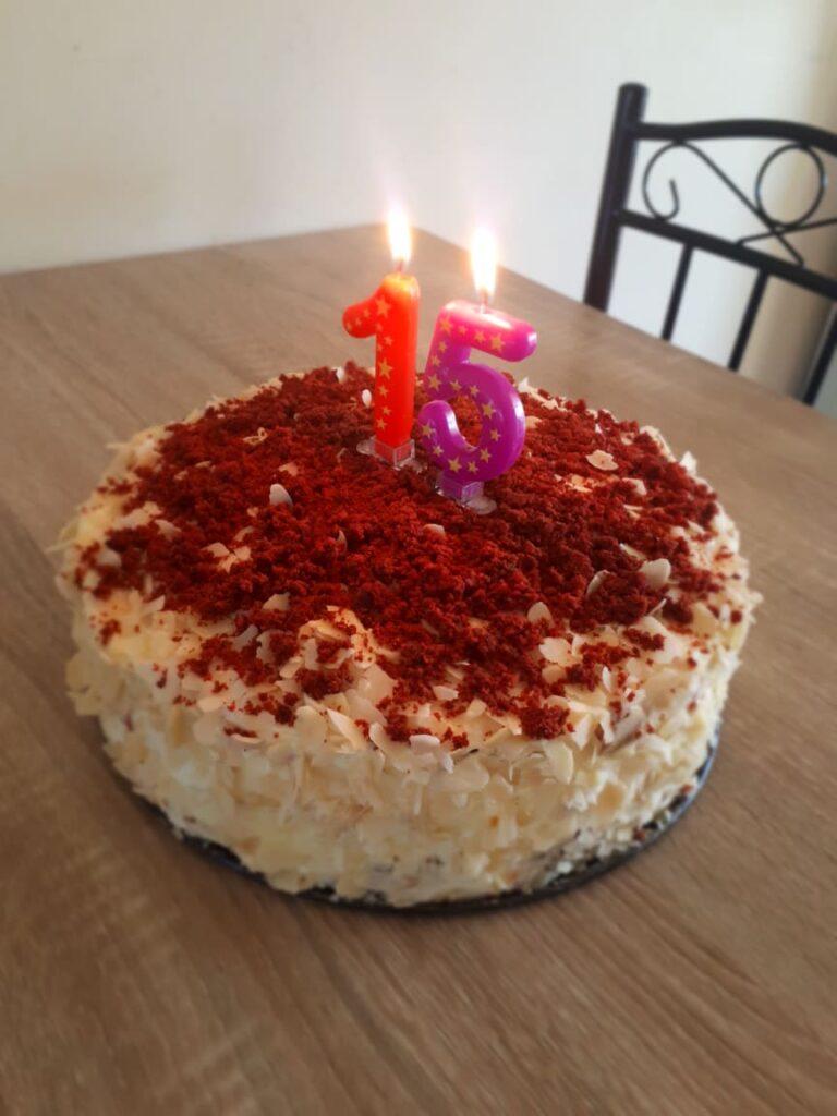 tort Red Velvet zi de nastere