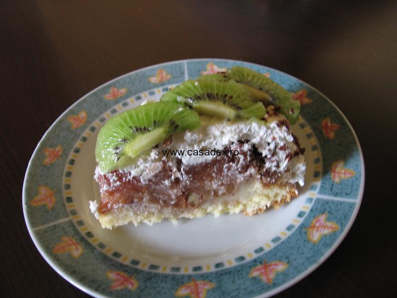 tort de mere cu frisca si kiwi
