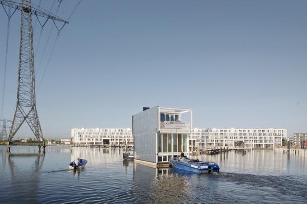 transport si montaj pe apa casa plutitoare prefabricata