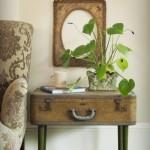 valiza veche transformata in masuta tip comoda cu design vintage