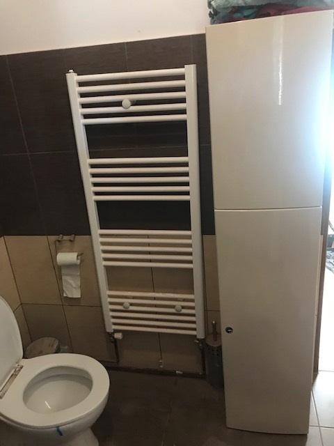 vas toaleta si calorifer baie in curs de amenajare