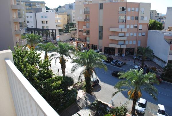 vedere de la balcon apartament sicilia