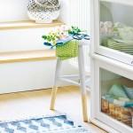 vitrina rustica alba in bucatarie moderna