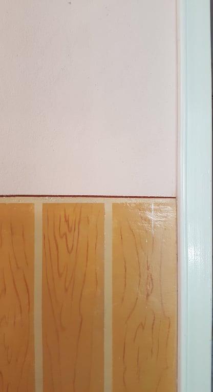 vopsea cu ulei pe perete pe care se doreste lavabila